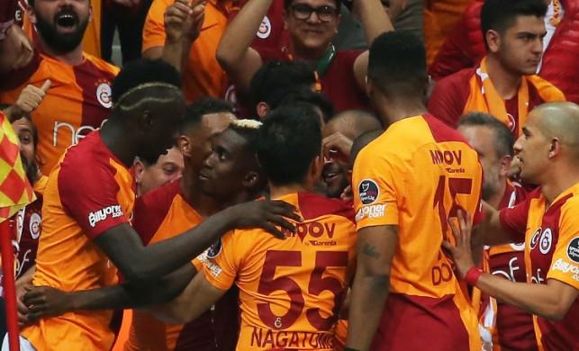 Galatasaray, Beşiktaş'ı devirip liderliğe oturdu!