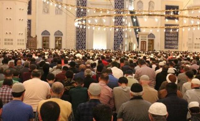 İlk teravih namazında Çamlıca Camii'ne yoğun ilgi