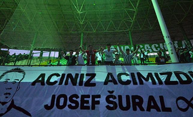 Josef Sural'ı sahada andılar