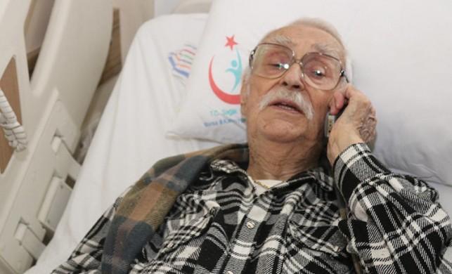 Usta oyuncu Eşref Kolçak ambulansla hastaneye kaldırıldı