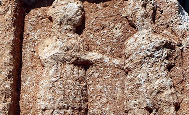 8 tonluk kayada Roma dönemine ait 'ayrılık' figürü... Anlamı çok ilginç