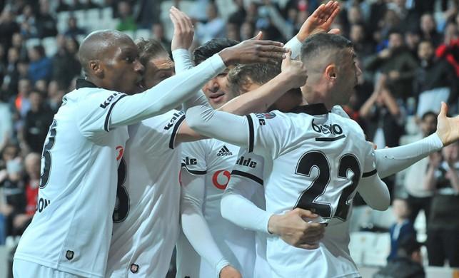 Beşiktaş, Alanyaspor'a şans tanımadı: 2-1