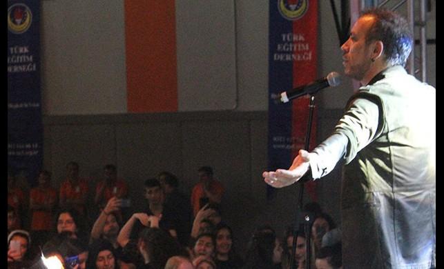 Haluk Levent, SP'li hayranı ile düet yaptı
