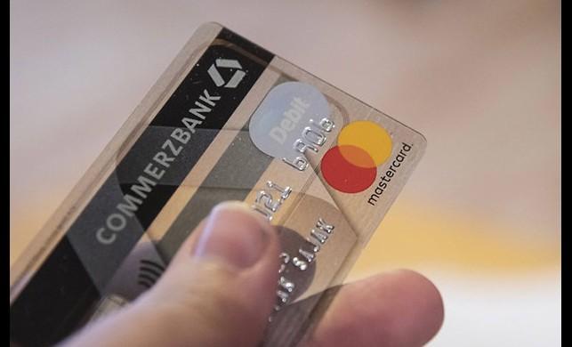 Her hafta 1 kredi kartı büyüklüğünde kredi kartı yutuyoruz