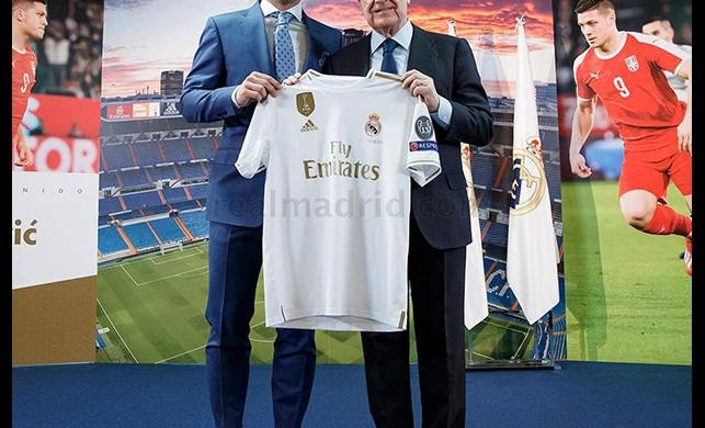 Real Madrid transferlerine devam ediyor: Luka Jovic tanıtıldı