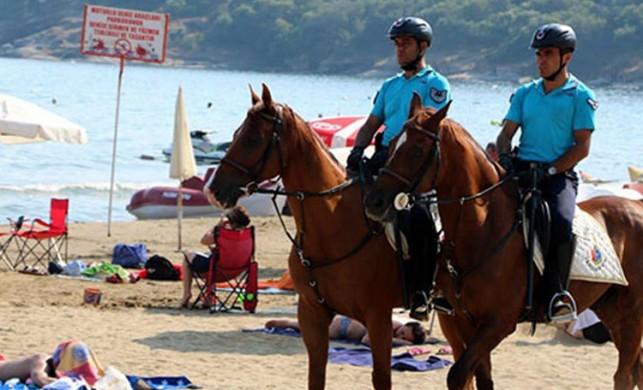 İzmir sahillerinde atlı denetim!