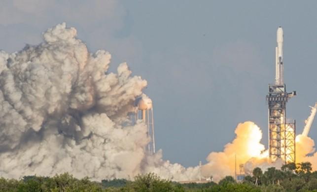 """""""Tekrar kullanılabilir roketler uzay madenciliğini mümkün kılacak"""""""