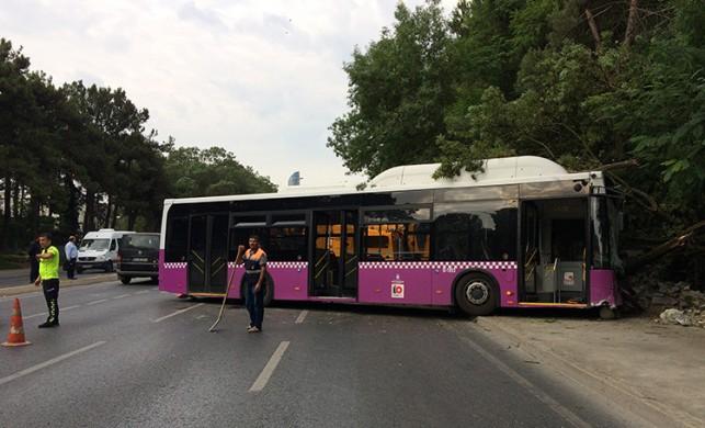 İstanbul'da halk otobüsü duvara çarptı (Ortaya çıkan görüntü...)