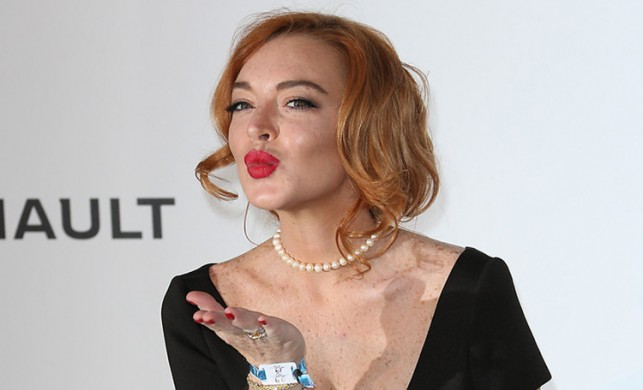 Lindsay Lohan yine çok cesur! İç çamaşırı giyip...