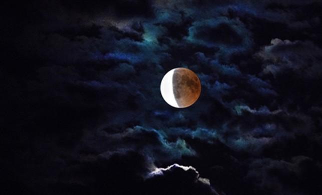 Oğlak burcunda Plutonik ay tutulması