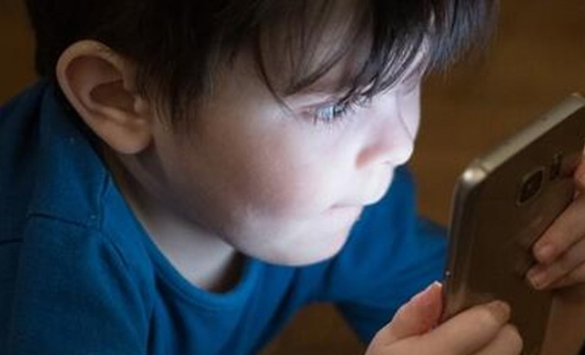 Cep telefonları çocuklar için daha riskli!