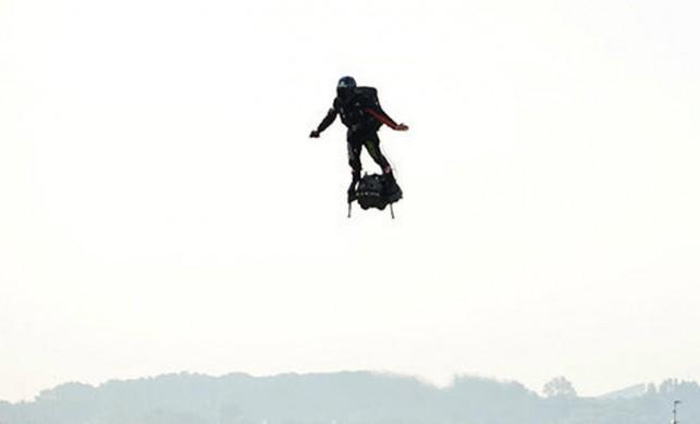 Franky Zapata, Manş Denizi'ni uçarak geçti!