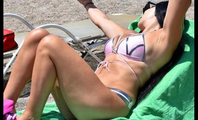 Marmaris'te sıcaktan bunalanlar plajlara akın etti!