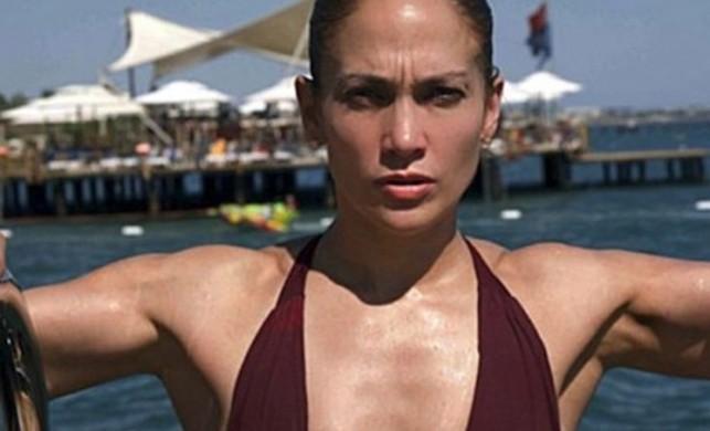Jennifer Lopez'in seksi pozu nefes kesti