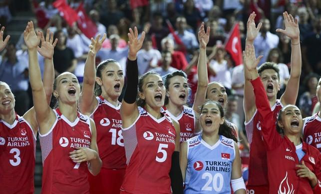 A Milli Kadın Voleybol Takımı Fransa'yı 3-0 yendi!