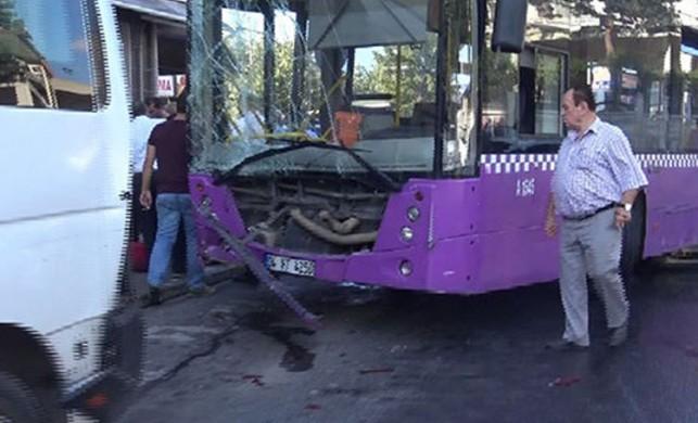 İETT otobüsü 5 araca çarptı! Yaralılar var