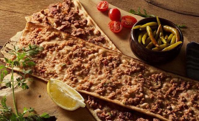 Etli ekmek nasıl yapılır? Etli ekmek malzemeleri ve tarifi