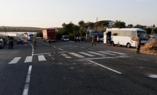 Şanlıurfa'da askeri midibüs ile tır çarpıştı: 15 yaralı