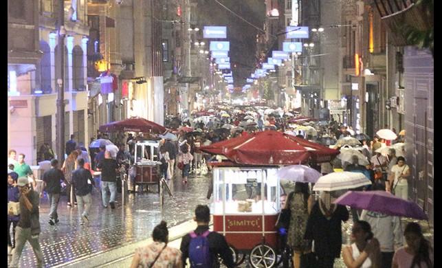 İstanbul'da kuvvetli yağış bekleniyor! Ekipler alarmda...