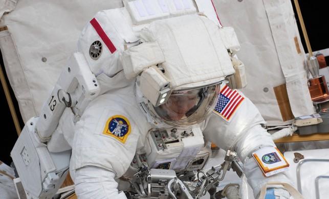 Uluslararası Uzay İstasyonu'nda batarya değişimi