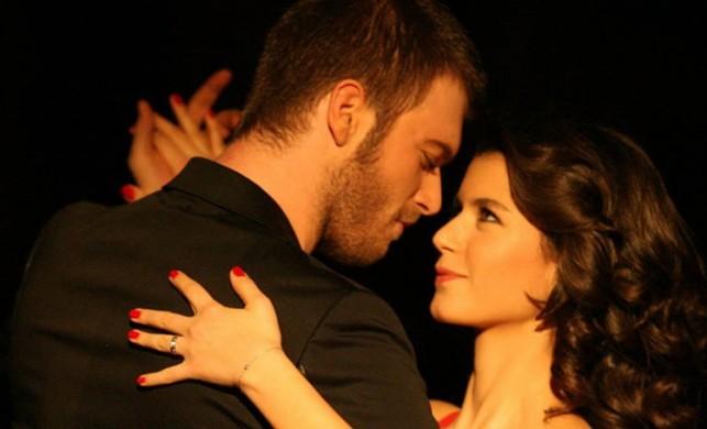 Aşk-ı Memnu'nun senaristinden flaş Kıvanç Tatlıtuğ-Beren Saat açıklaması!