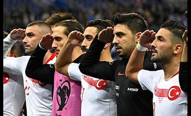 Asker selamı zorlarına gitmişti! FIFA'dan Türkiye'ye güzel haber geldi