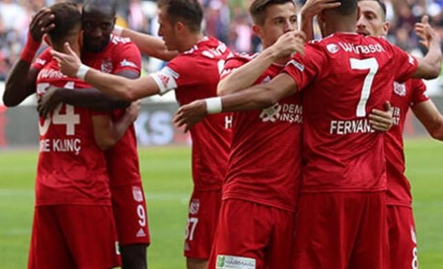 Sivasspor sahasında Antalyaspor'u 2-1'le geçti!