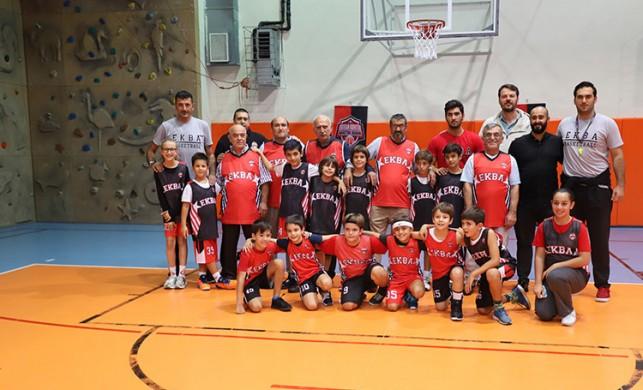 Darülaceze sakinleri basketbol oynadı