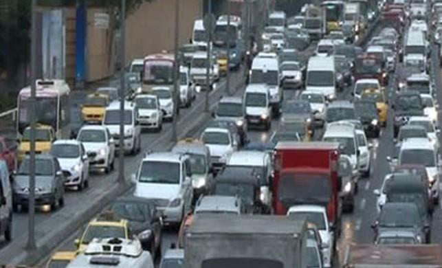 İstanbul'da yağmur! Trafik yoğunluğu yüzde 70'e ulaştı