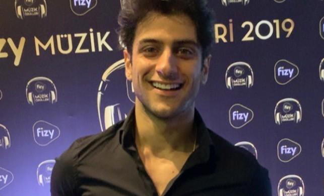 Reynmen Fizy Müzik Ödülleri gecesinde Derdim Olsun şarkısıyla 2 ödül aldı