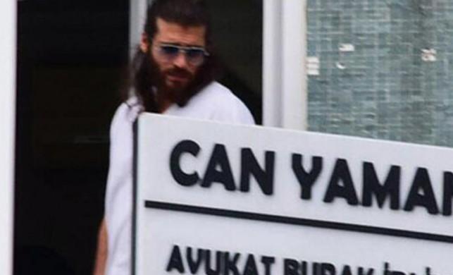 Yakışıklı oyuncu Can Yaman, sahibi olduğu hukuk bürosunda...