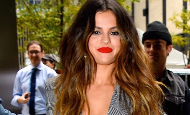 ABD'li şarkıcı Selena Gomez'in 10 yıllık kariyerinde bir ilk!