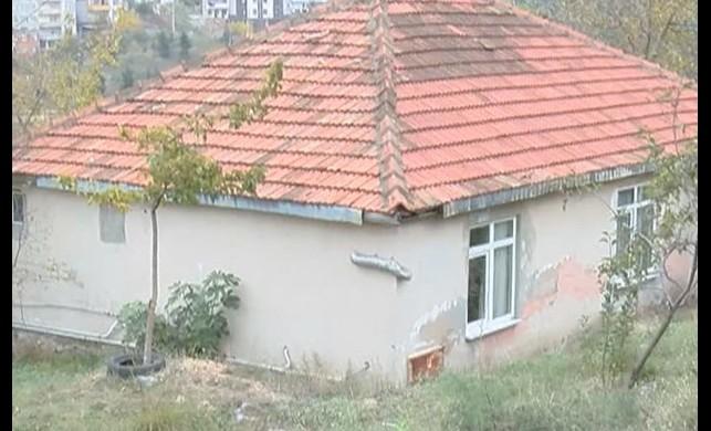 Gizemli hayırsever yine ortaya çıktı! Tuzla'daki gecekondulara içi para dolu zarf bırakıyor