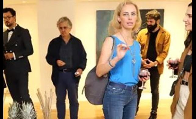 Ressam Sinem Demirci'nin ilk solo sergisi 'Ardımdaki Kadın' büyük ilgi gördü