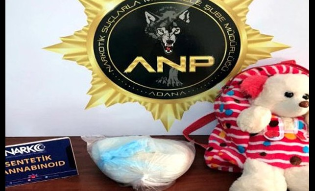 9 yaşındaki kızın çantasından 507 gram bonzai çıktı! Polis 4 kişiyi gözaltına aldı