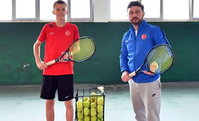 Milli tenisçi Emir Vatansever ilk kez katıldığı Dünya Şampiyonası'nda derece elde etti