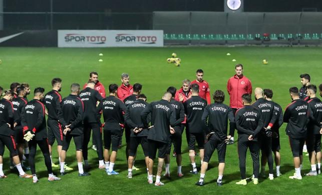 Türkiye İzlanda maçının ilk 11'leri açıklandı! Türkiye İzlanda maçı saat kaçta hangi kanalda?