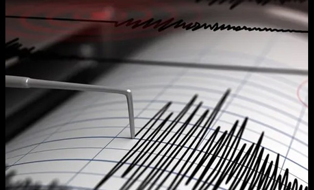 Ege'de korkutan deprem! 15 kilometre derinlikte, 4.0 şiddetinde deprem meydana geldi