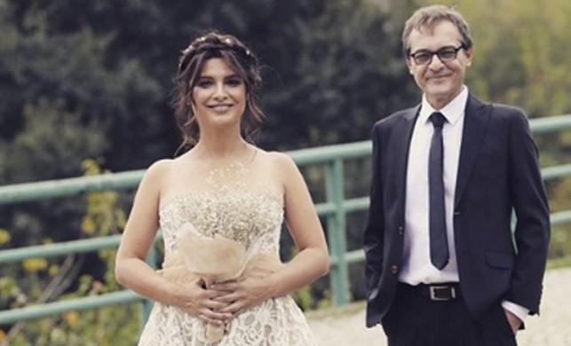 Hercai dizisinin sevilen oyuncusu Feride Çetin hamile olduğunu açıkladı