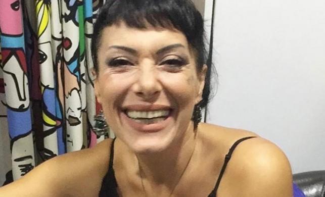 'Cesaretin Var mı Aşka' şarkısıyla bir döneme damga vuran Gülay, hastaneye kaldırıldı
