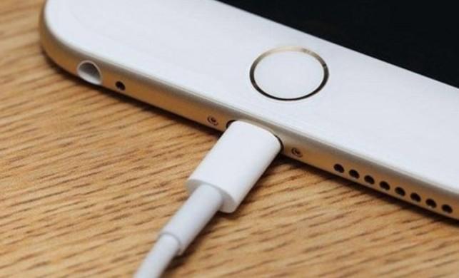 Telefonunu banyoda şarja takan 13 yaşındaki kız elektrik akımına kapıldı, hafızasını kaybetti