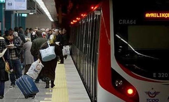 Tüketici örgütlerinin temsilcileri Marmaray'da ücret iadesi almayı unutan yolcuları uyardı