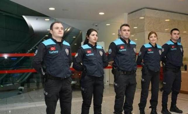 Pasaport polisleri artık turkuaz yelek giyecek