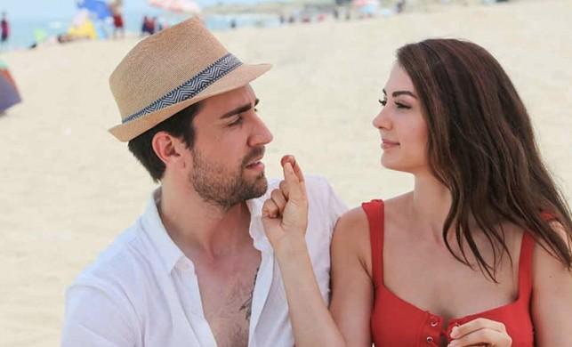 'Afili Aşk' dizisi oyuncuları Burcu Özberk ile Serkay Tütüncü'nün aşk yaşadığı iddia edildi