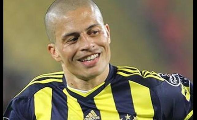 Fenerbahçe'nin efsane futbolcusu Alex de Souza İstanbul'a geldi