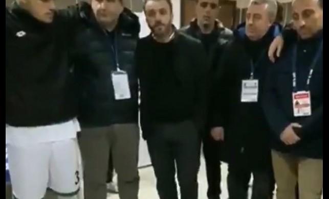Sakaryaspor Başkanı soyunma odasına içinde 500 bin lira olan çanta getirip futbolculara dağıttı