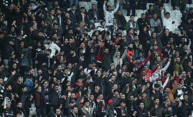 Beşiktaş taraftarından daha önce benzeri görülmemiş protesto!