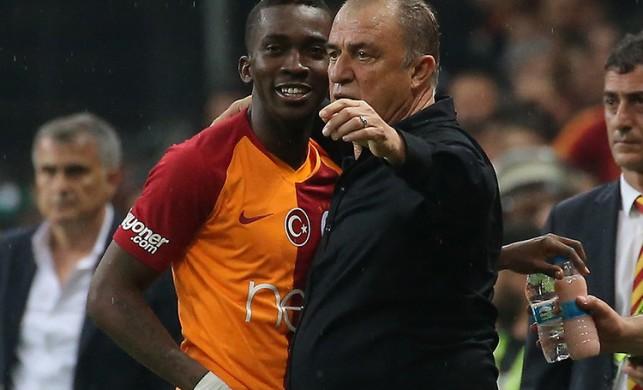 Galatasaray'ın yeni transferi Onyekuru Florya'da!
