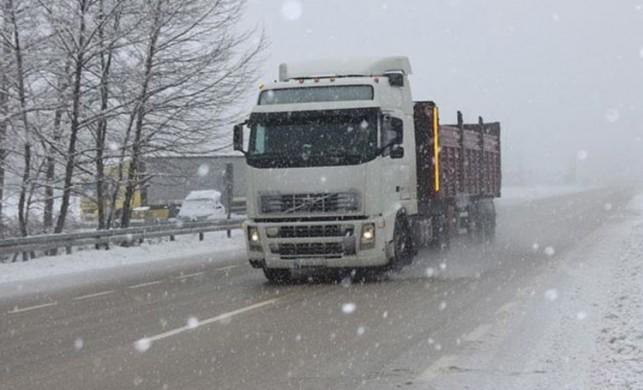 Bursa-Ankara kara yolunda kar yağışı hayatı olumsuz etkiliyor