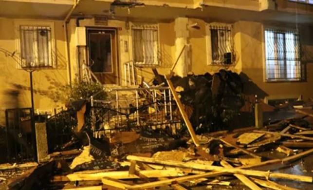Çekmeköy'de uçan çatı 100 metre ilerideki binanın içine girdi